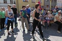 Pochod Nordic walking branou Novohradských hor v Benešově nad Černou.
