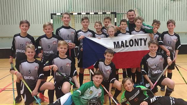 Stříbrní žáci TJ Hraničář Malonty na turnaji Gothia Innebandy Cup ve švédském Göteborgu.