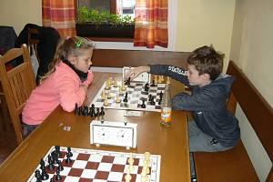 Šachového turnaje ve Vyšším Brodě se účastnilo čtyřiatřicet šachistů ze čtyř zemí.