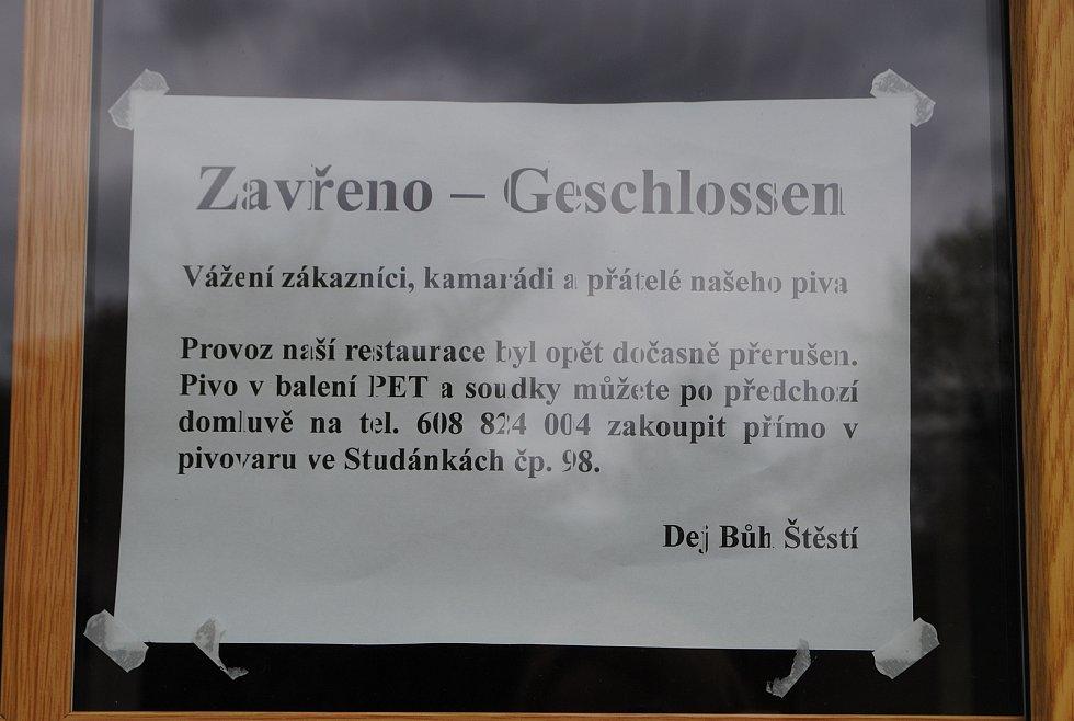Vyšší Brod a Studánky na příval návštěvníků z Rakouska i z Čech teprve čekají. V den znovuotevření hranice si do příhraničních obchodů našlo cestu jen pár desítek Rakušanů.