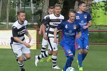 Kapličtí fotbalisté (v černobílém) remizovali s Planou 1:1, ale padli na penalty.