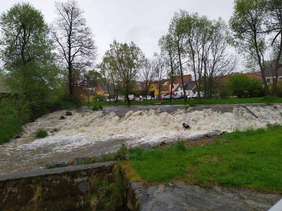 Malše a Rožnovský potok v Kaplici 13. 5. 2021.