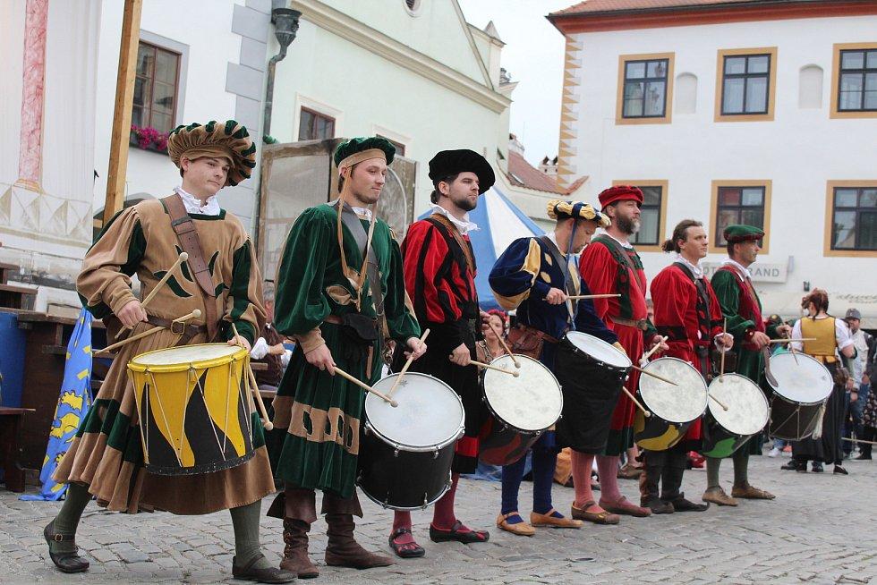Ochutnávka z pátečního programu Slavností pětilisté růže v českém Krumlově.