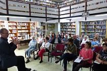 Na setkání obyvatel Krumlova  s vedením města přišlo zhruba 25 lidí.
