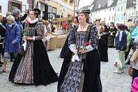 Přehlídka historických kostýmů na slavnostech růže bude opět skvostná.