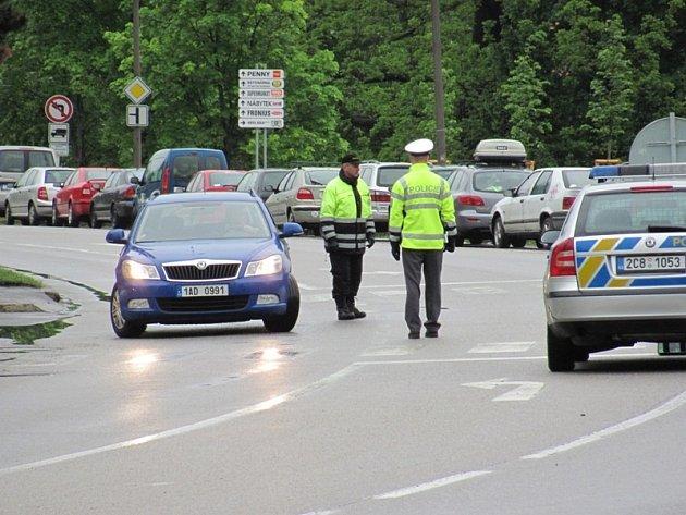 Chvalšinskou otevřelili policisté v pondělí dopoledne.