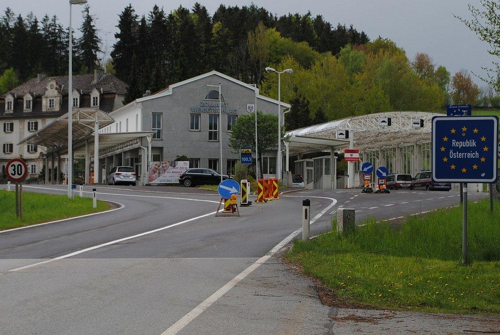 Při cestě do Rakouska na Studánkách každý projde kontrolou, opačný směr byl ve středu bez kontroly.