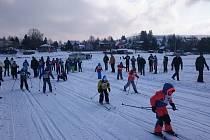 Ve středu se na zamrzlé Lipno do skvěle upravených stop pustili školáci z Frymburka, Lipna nad Vltavou, Loučovic, Vyššího Brodu a Horní Stropnice.