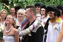 Klub Elvise Presleyho se postaral o velice netypickou svatbu.