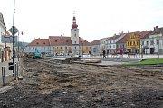Takto nyní vypadá kaplické náměstí.