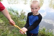 Dětské rybářské závody u rybníku Borský ve Velešíně Nádraží.
