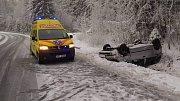 Dopravní nehoda osobního automobilu u Frymburka.