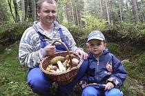 Stanislavové Haklovi ze Zubčic jen na chvíli vyběhli do lesa.