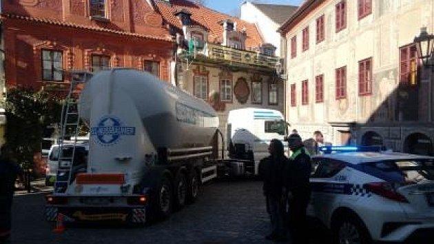 Kamion zablokoval historické centrum Krumlova