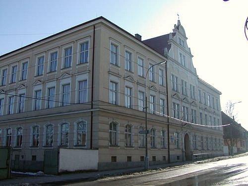 Budova kaplického gymnázia.