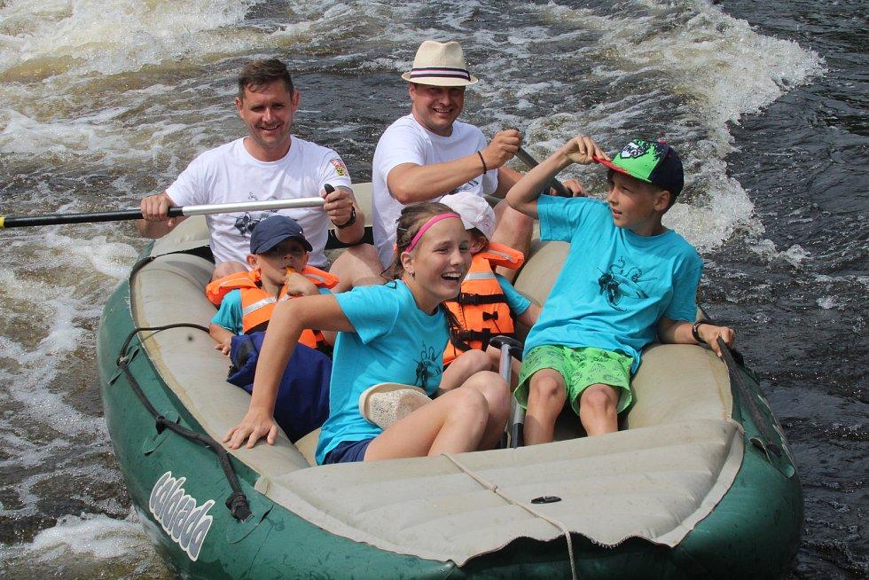 Zážitek ze splouvání řeky láká stále více vodáků. Snímek je z Vyššího Brodu.