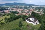 Křížová hora v Českém Krumlově z ptačí perspektivy.