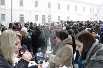 Klasicné Medvědí Vánoce na českokrumlovském zámku navštívilo několik set lidí.