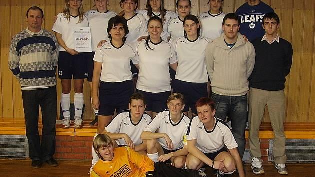 Ženské fotbalové družstvo FK Topmen Spartak Kaplice, které si druhým místem v jihočeské kvalifikaci vybojovalo cenný postup na finále mistrovství ČR.