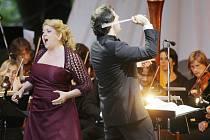 Veliký úspěch sklidili účinkující operního gala koncertu, který v pátek zahájil 17. ročník mezinárodního hudebního festivalu Český Krumlov. Publikum dalo své pocity najevo mohutným  aplausem vstoje.