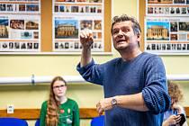 Ze zkoušky opery Brundibár, kterou připravují gymnazisté z Českého Krumlova, Rohrbachu a Untergriesbachu.