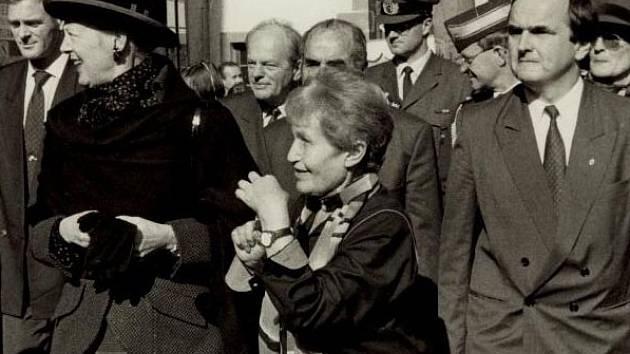 V roce 1994 provedla Ruth Hálová dánskou královnu Margaret II. Českým Krumlovem.