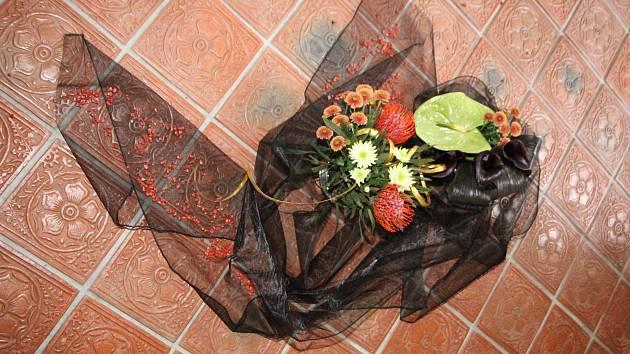 Květinová aranžmá na hradě Rožmberk jsou nyní skutečně netradiční.