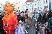 V krumlovských ulicích zavládl pod taktovkou ZUŠ masopustní poprask. Přibyly nové masky a starosta se opět po roce nechal přesvědčit k udělení povolení ke koledě, a ta byla nejen bohatá, ale hlavně pořádně veselá.