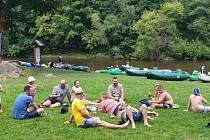 Výletníci s Přední Výtoňě si pohodu na vodě skvěle užívali.