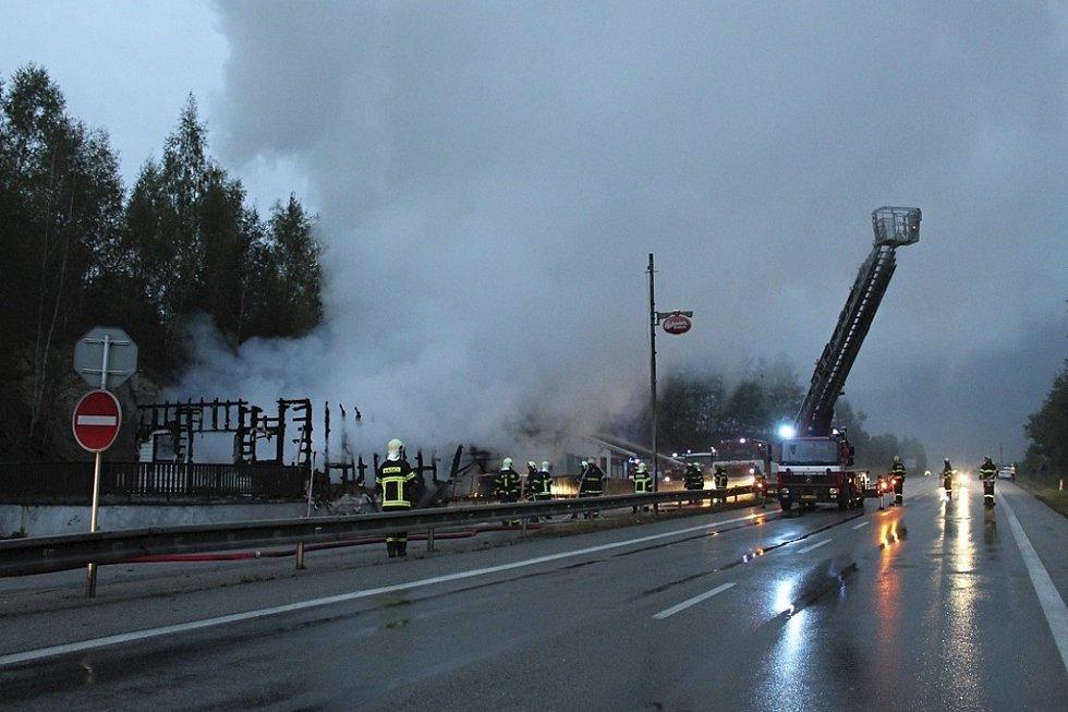 Požár motorestu v Dolním Dvořišti.