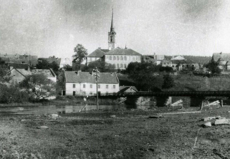 Pohled na Frymburk přes Vltavu v roce 1957.