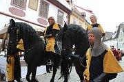 Hlavní kostýmovaný průvod prošel v sobotu historickým centrem Českého Krumlova.