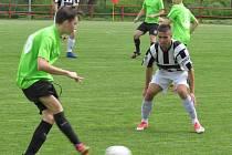 I.A třída dorostu – 20. kolo: FK Spartak Kaplice / FK Dynamo Vyšší Brod (bíločerné dresy) – SK Zliv 5:1 (2:0).