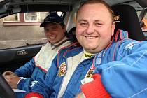 Jiří Sojka se Zbyňkem Pilsem z AMK Rallye Český Krumlov (zprava) složili v Lužických horách reparát za nevydařenou vyškovskou premiéru a dojeli čtvrtí ve třídě.