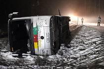 Havarovaný autobus v Nové Peci