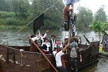 Vítězové 40. ročníku Kuriózních plavidel, piráti z Černé perly.