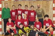 Starší žáci krumlovského Slavoje (na snímku) dokráčeli na kaplickém Moucha Cupu až do finále, ale v boji o zlato se museli sklonit před suverénním týmem budějovické Lokomotivy.
