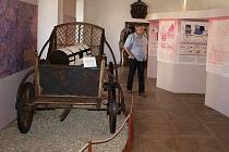 Vedle informačních panelů s nejdůležitějšími daty dokumentujícími historii českého poštovnictví lze ve vyšebrodském muzeu zhlédnout i expozici poštovních kočárů.