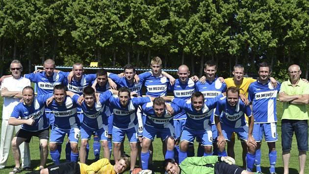 Suverénní vítěz áčkové skupiny I.B třídy 2014/15 – tým FC Velešín.