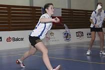 Krumlovská juniorka Lucie Černá (na snímku z domácích kurtů) se při maďarském šampionátu dospělých blýskla sedmnáctým místem ve dvouhře žen.