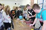 Ve Středisku praktického vyučování při SOŠZ a SOU Český Krumlov pořádali Den řemesel, dvoudenní akci pro žáky základních škol.