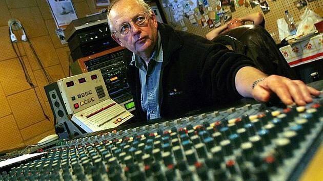 Jan Friedl ve svém vyšebrodském studiu, které funguje od roku 1993. Pracoval s hvězdami jako Kamil Střihavka, Miki Ryvola nebo Michal Tučný.