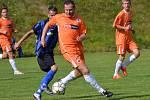 Oblastní I.B třída (skupina A) - 8. kolo: Sokol Chvalšiny (modročerné dresy) - FC Šumava Frymburk 1:2 (1:1).