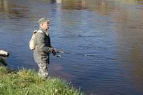 U Vltavy ve Zlaté Koruně se kolem deváté hodiny pohybovali pouze dva rybáři.