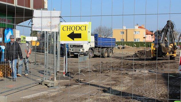 Přestavba autobusového nádraží ve Velešíně jede na plné obrátky.