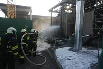 V Přísečné hasiči uchránili před požárem několik tlakových láhví.