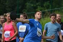 Při Krumlovském desetiboji si atletičtí nadšenci mohou vyzkoušet všechny záludnosti královské disciplíny (na snímku z loňského ročníku hod diskem).