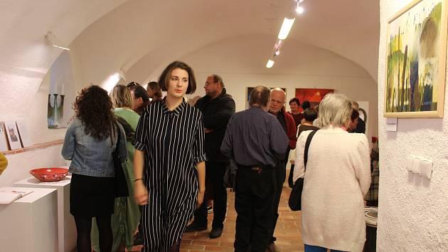 Vernisáž nové výstavy v českokrumlovské Městské galerii.