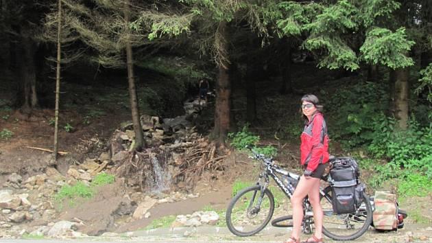Malé a nenápadné potůčky se měnily v rozbouřené řeky na několika místech u Vyššího Brodu.