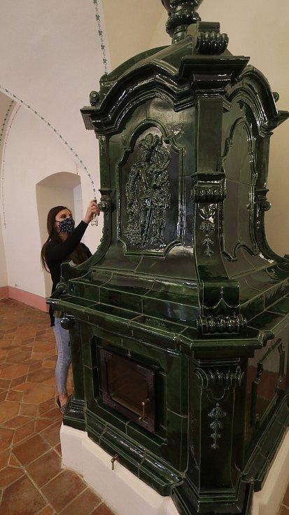 Příprava k otevření krumlovských klášterů. Na snímcích Andrea Chuchlová.